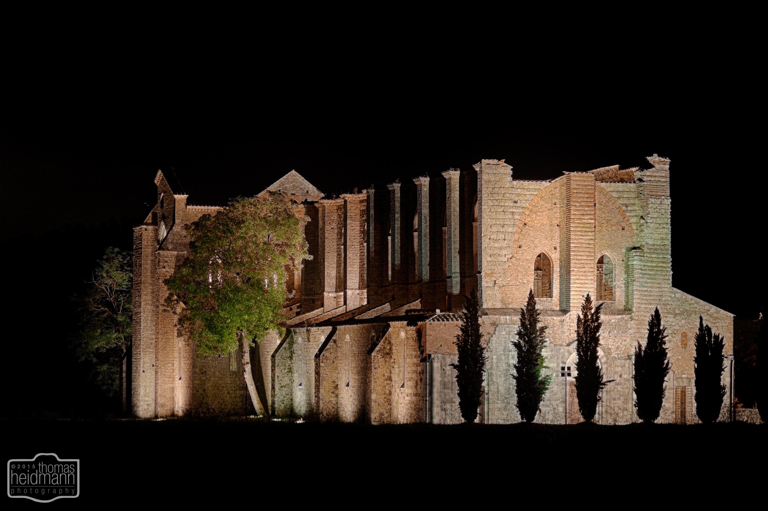 Klosterruine San Galgano bei Nacht