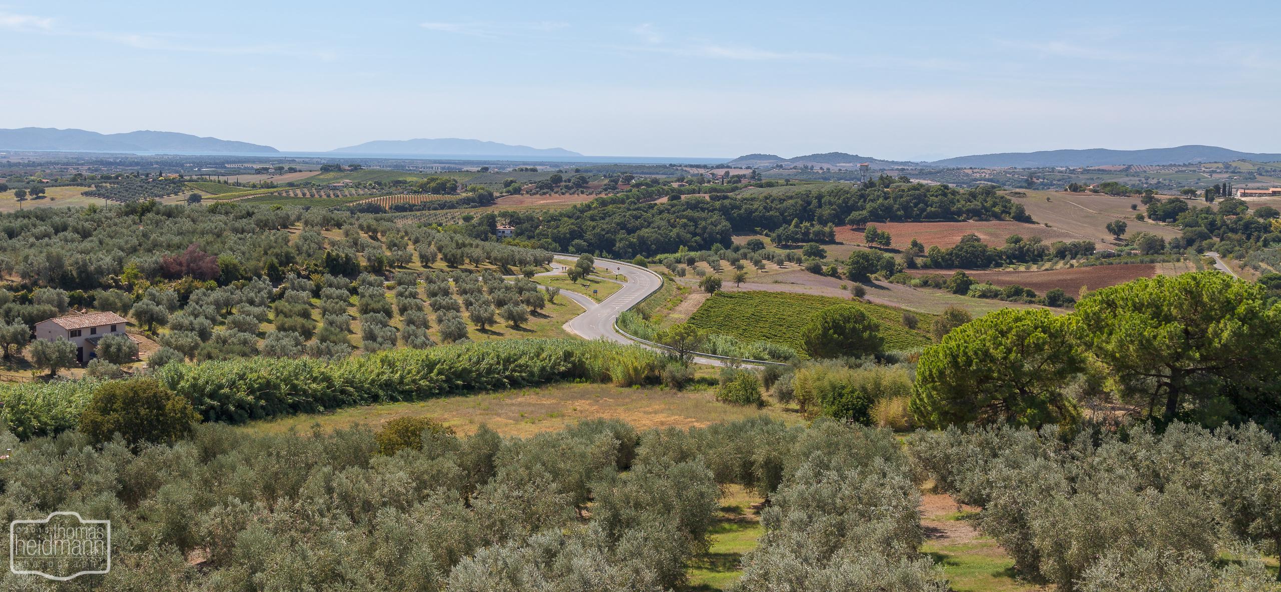 Blick von der Stadtmauer in Magliano (Süd-Toskana)