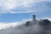 Wehrturm von Radifocani in den Wolken