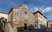 Die Kirche Chiesa dei Santi Pietro e Andrea & das Rathaus in Trequanda