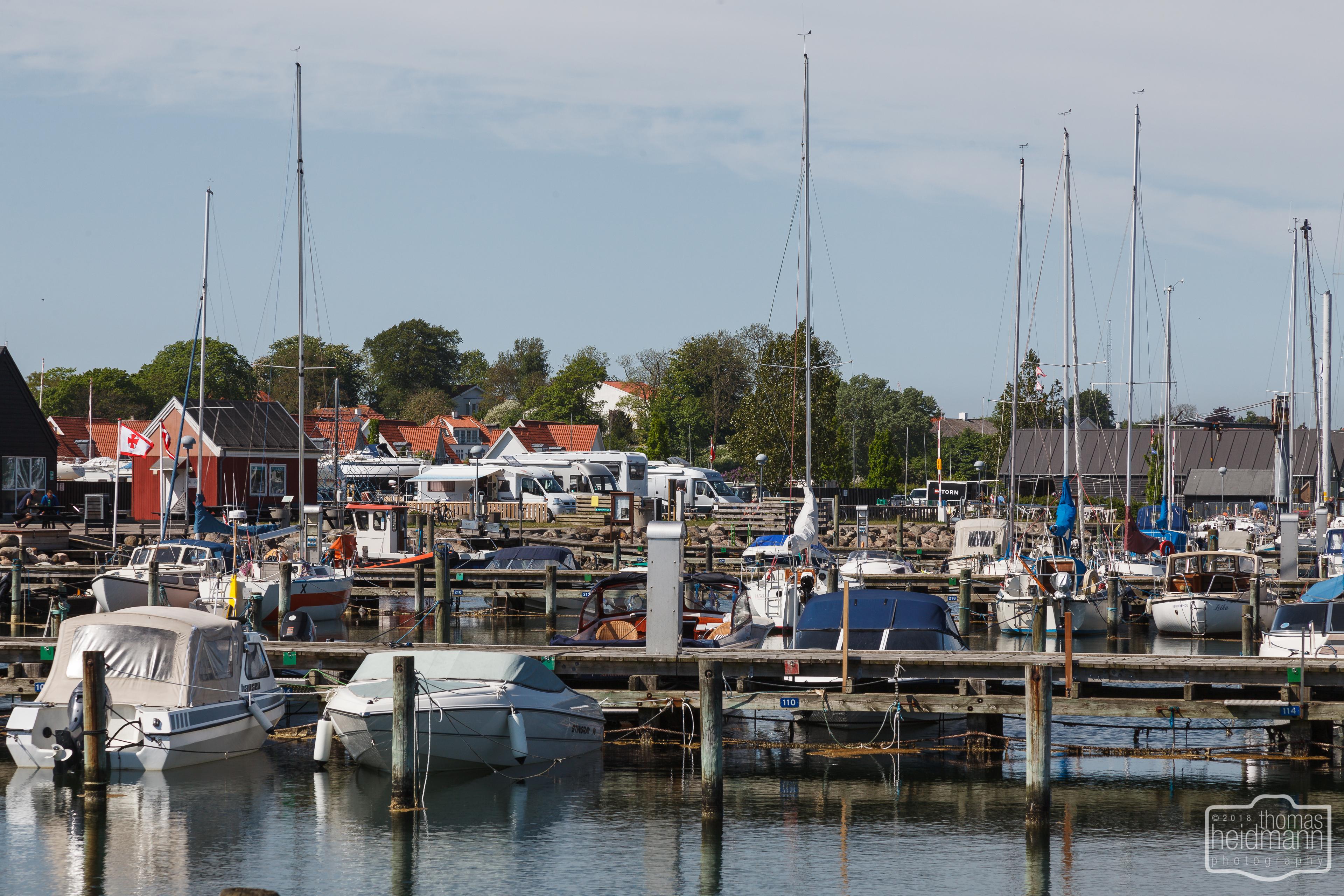 Blick auf den kleinen Stellplatz der Marina Kerteminde auf der Insel Fyn