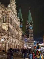 Weihnachtsmarkt in Bremen -Blick auf den Dom-