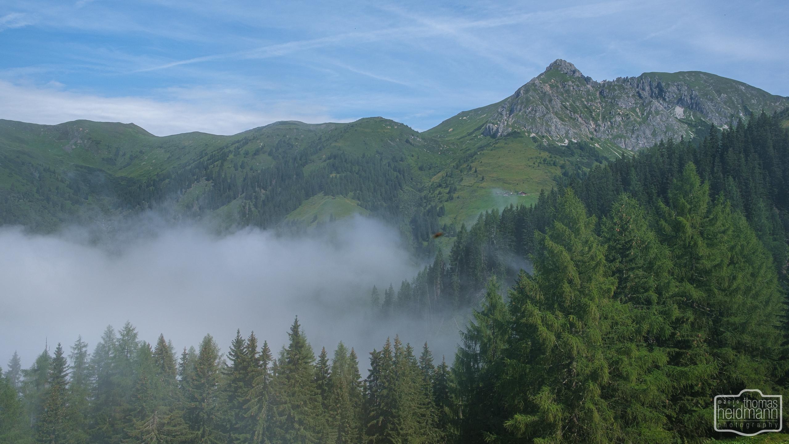 Gratwanderung - Der Nebel hängt noch im Tal