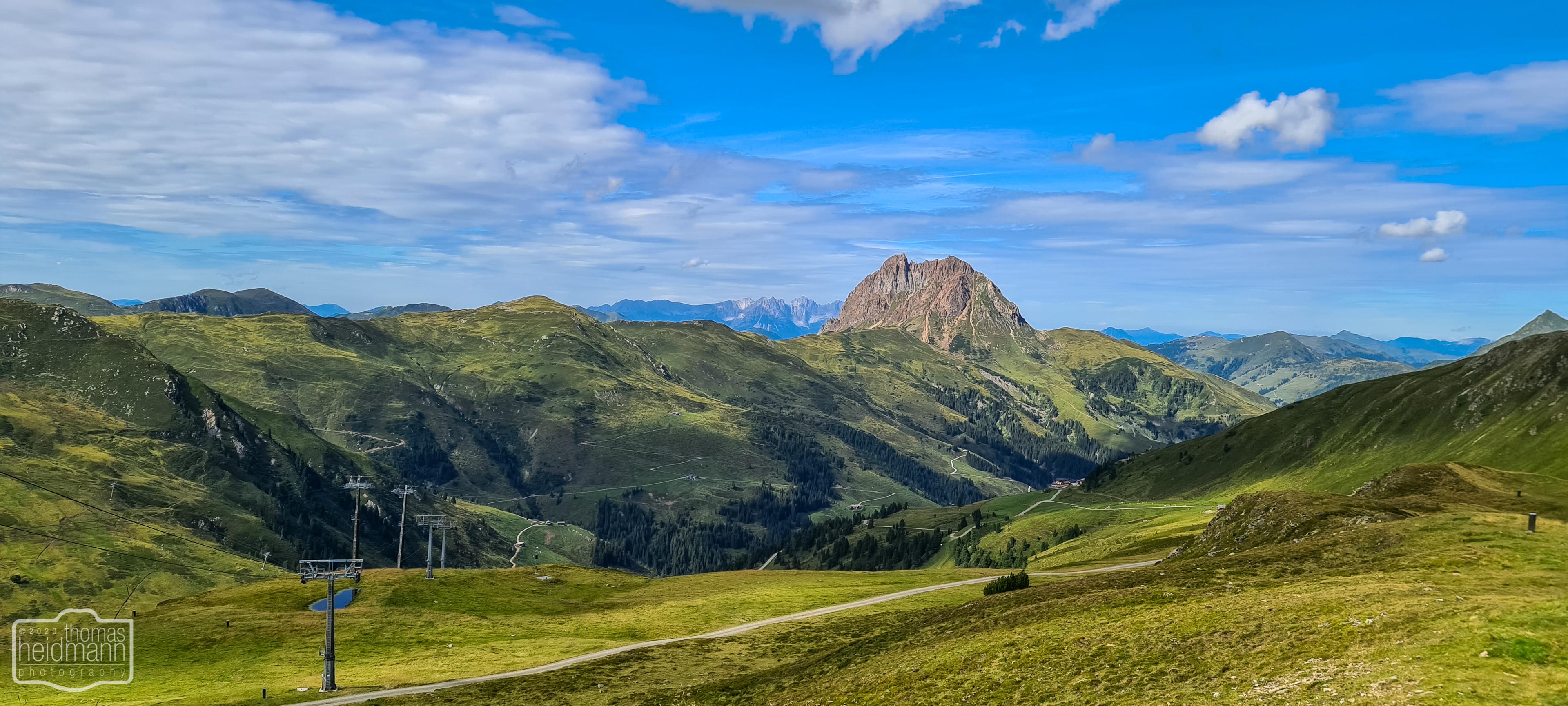 Ausblick in die Bergwelt vom Wildkogel