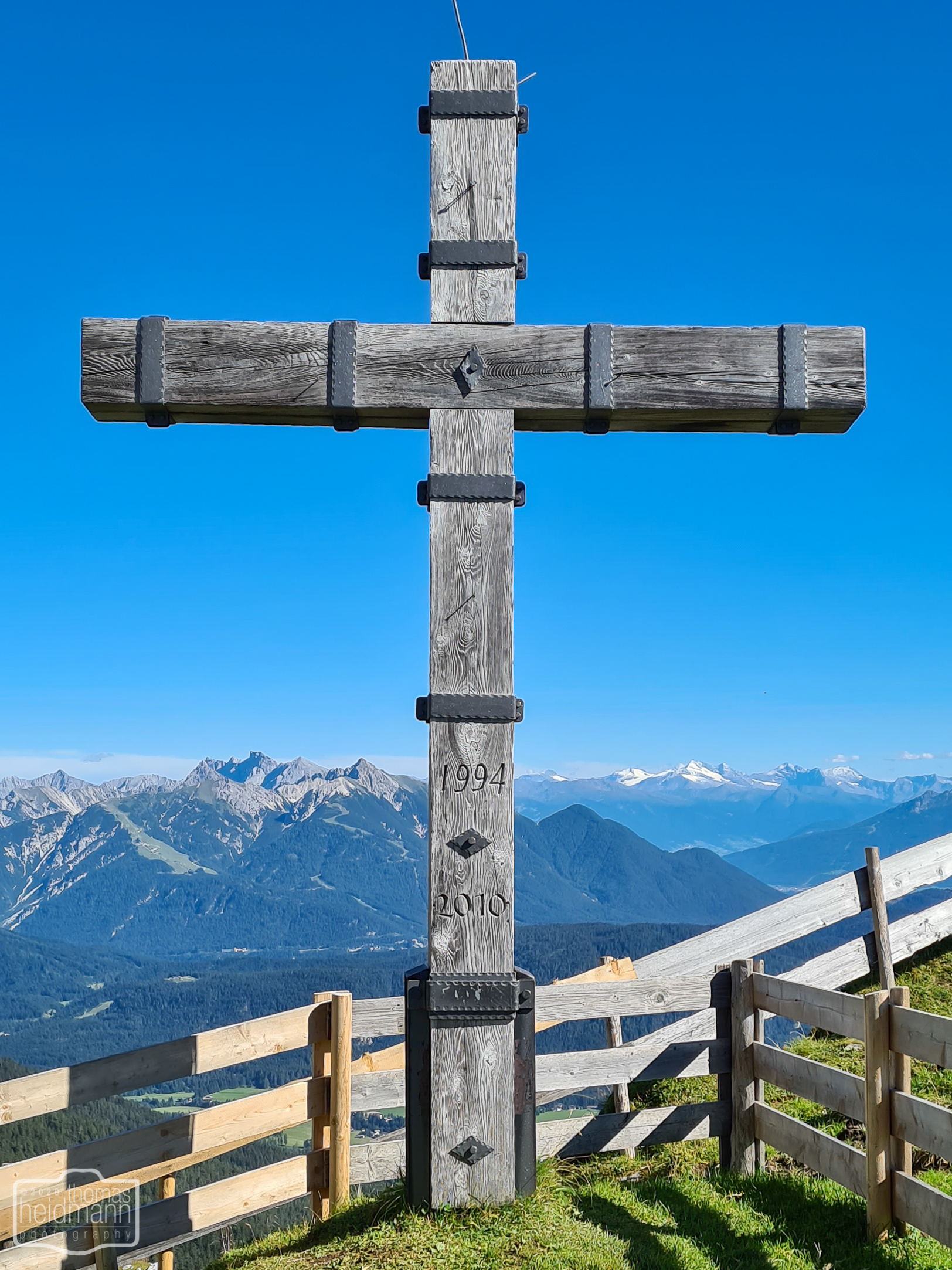 Gipfelkreuz an der Rotmoosalm im Gaistal