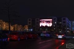 Parkplatz und Grossleinwand