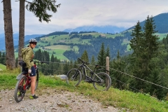 Mountainbiker in der Söllner Berglandschaft